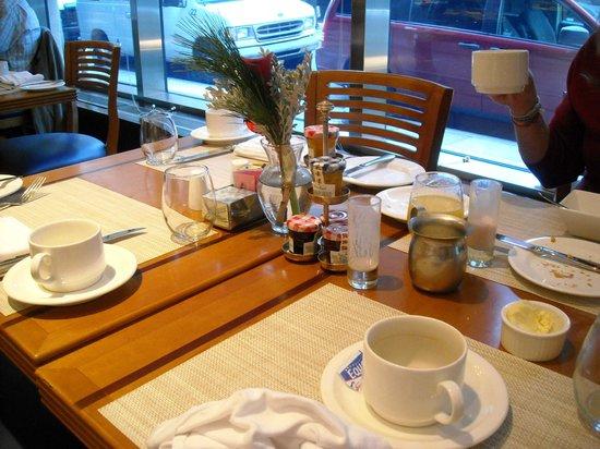 Sofitel Philadelphia Hotel: Breakfast table