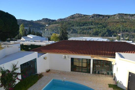 Hotel Castelo de Vide: Vista para piscina