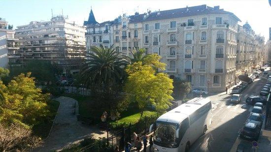 Hotel Aria: Виды из окна на парк.