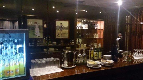 Emperador Hotel Madrid : Club lounge open 12am-11pm