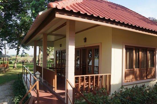Uthai River Lake Resort : notre bungalow