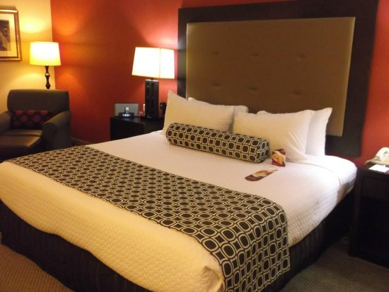 Crowne Plaza Tysons Corner : bed