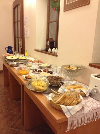 HOLIDAY HOME - Hotel, Pension : Breakfast area!