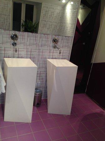 Cristal Champs Elysees: badkamer