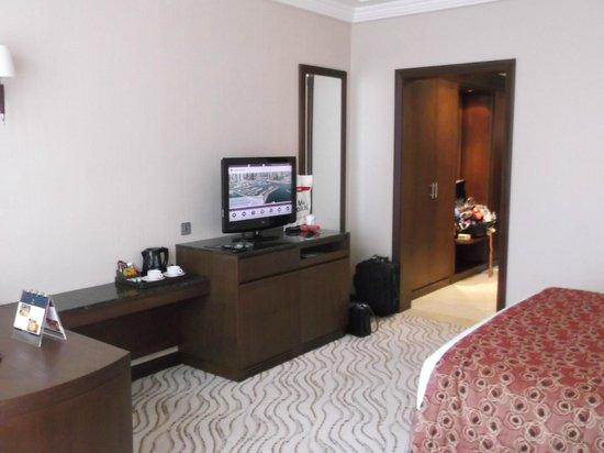Park Regis Kris Kin Hotel: room
