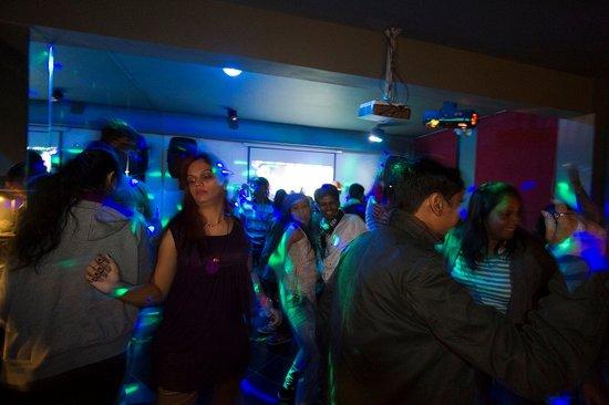 Honeymoon Inn Manali : Dance and Enjoy