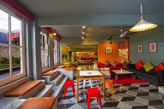 Honeymoon Inn Manali : sports lounge