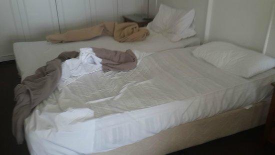 Beachcomber Resort Surfers Paradise: Horrible mattress, springs stick into you