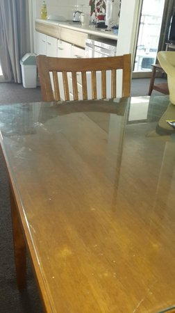Beachcomber Resort Surfers Paradise: Dirty dining table