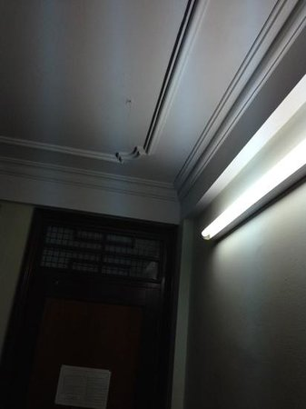 Thanh Binh III Hotel: Something else suspicious hanging from the ceiling