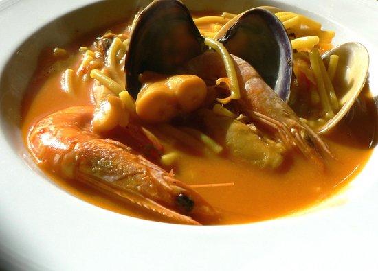 Restaurante Toruno: Fideos con pescado y marisco