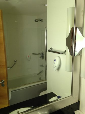 Park Inn by Radisson Cardiff City Centre : Bathroom