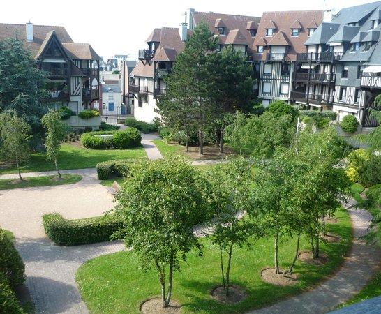 Mercure Deauville Centre: Вид во внутренний дворик