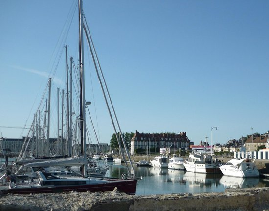 Mercure Deauville Centre: Причал яхт-клуба