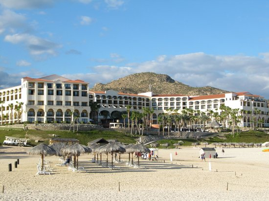 Hilton Los Cabos Beach & Golf Resort: view from the beach