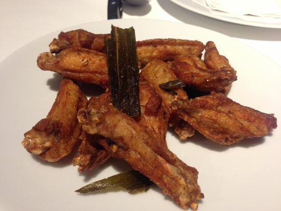 Greyhound (1st Floor@SiamCenter): Best ever wings!