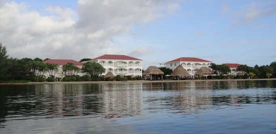 Belize Ocean Club : view of resort while we were paddle boarding