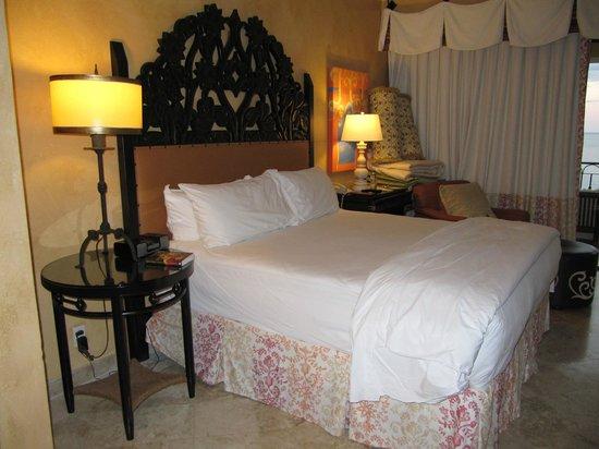 Hilton Los Cabos Beach & Golf Resort : bedroom of Suite