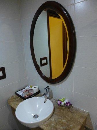 Hanoi Charming 2 Hotel : バスルーム