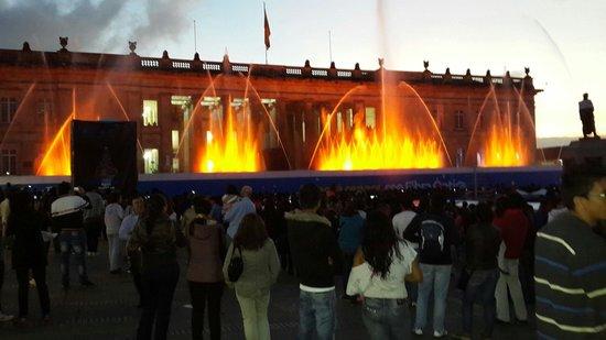 Fuente de luces en la plaza de bolivar, espectaculo navideño