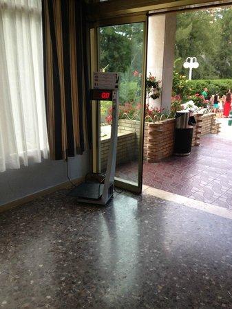 Jaime I Hotel : hotel suitcase scale