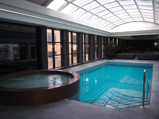 Stamford Plaza Melbourne : The newly renovated pool & spa area