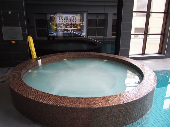 Stamford Plaza Melbourne: The newly renovated pool & spa area