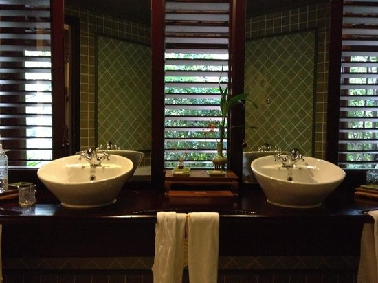 Angkor Village Resort: My lovely bathroom in my room