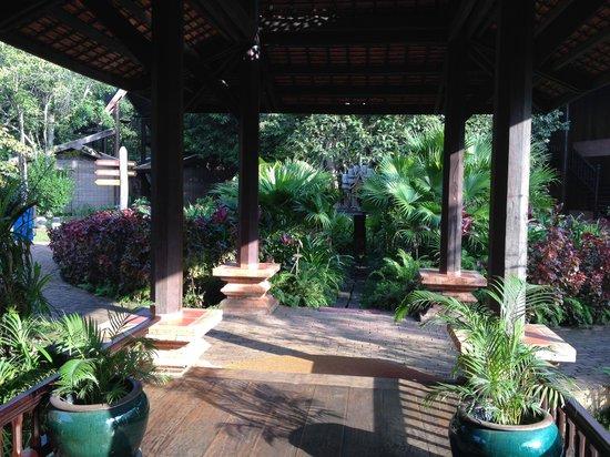 Angkor Village Resort : Lobby area of hotel