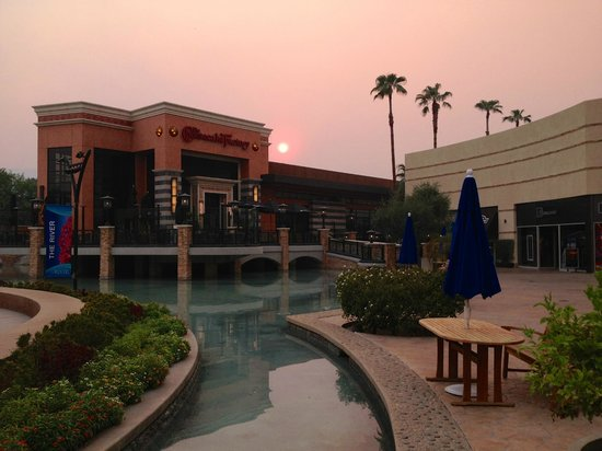 The Cheesecake Factory: sunset