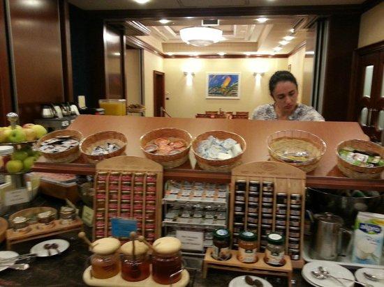 BEST WESTERN PREMIER Hotel Astoria: Завтрак в отеле