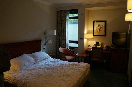 BEST WESTERN PREMIER Hotel Astoria: Кровать