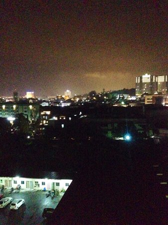Mercure Batam: Sun down view batam city