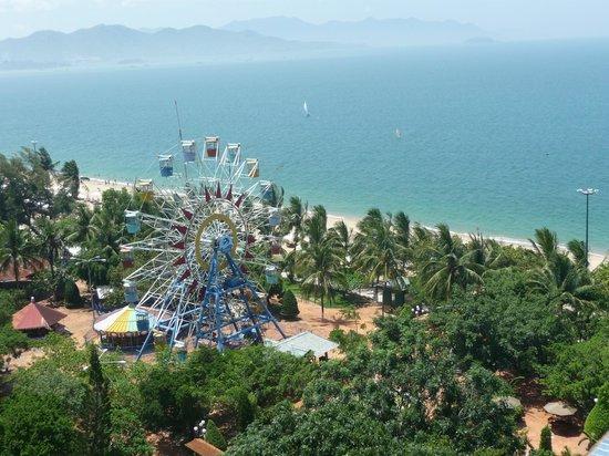 Majestic Nha Trang Hotel : Вид из номера на море