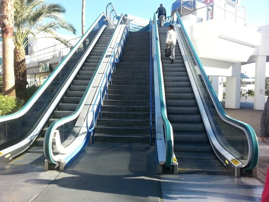 Tropicana Las Vegas - A DoubleTree by Hilton Hotel : Near the entrance