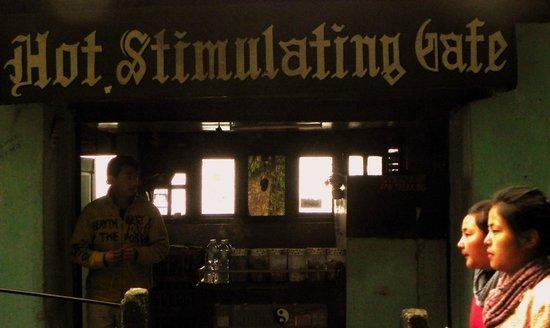 Hot Stimulating Cafe: Entrance