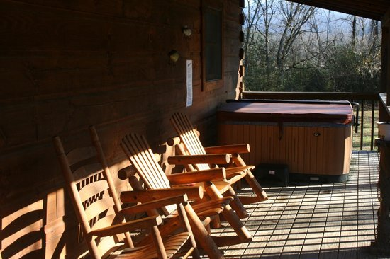 Cramer's Creekside Cabins : Back Porch with Hot Tub