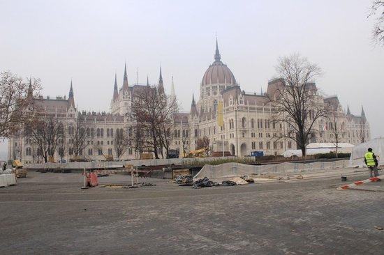 Hotel Metro: Parliament Building
