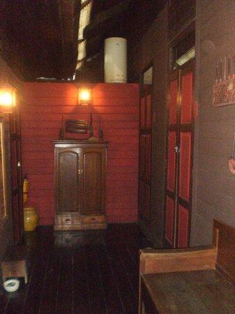 Riverside Guest House: couloir d'acces aux chambres