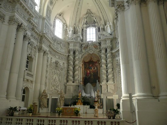 Theatinerkirche St. Kajetan: Театинер 1