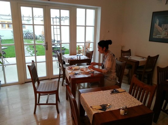 Adora Hotel : Завтрак в ресторане отеля