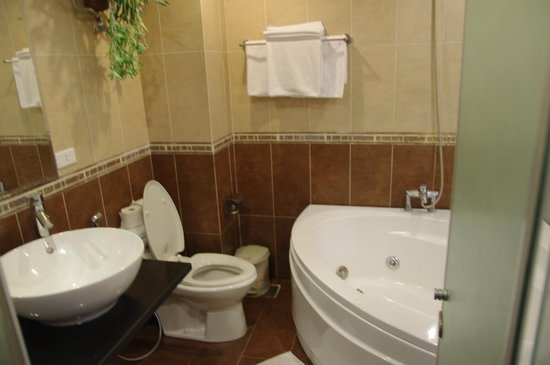 Splendid Star Suite Hotel: Bath