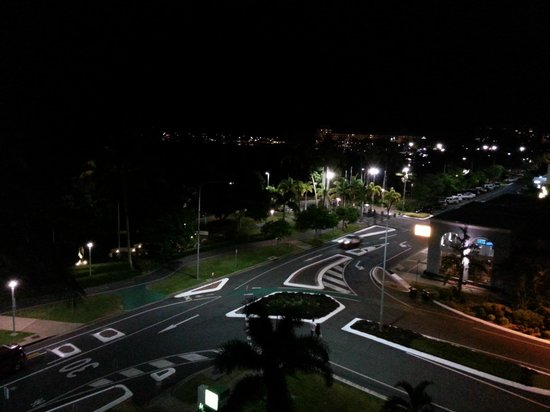 DoubleTree by Hilton Hotel Cairns: Night view