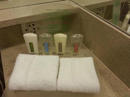 DoubleTree by Hilton Hotel Cairns: Standard HI toiletries