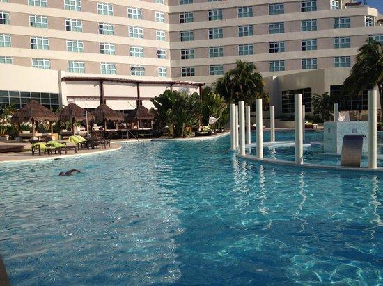 ME Cancun: Piscina
