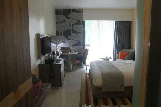 Holiday Inn Express Phuket Patong Beach Central: Deluxe Room