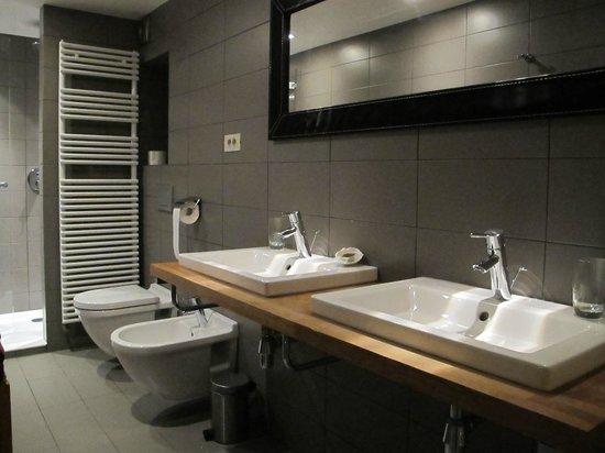 Maison Noble: Salle de bains (chambre dernier étage)