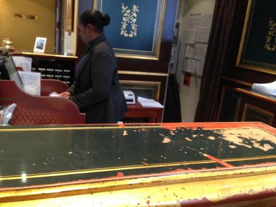 Villa Beaumarchais: The not so great reception desk