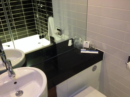 Holiday Inn Express Birmingham South A45: Bathroom
