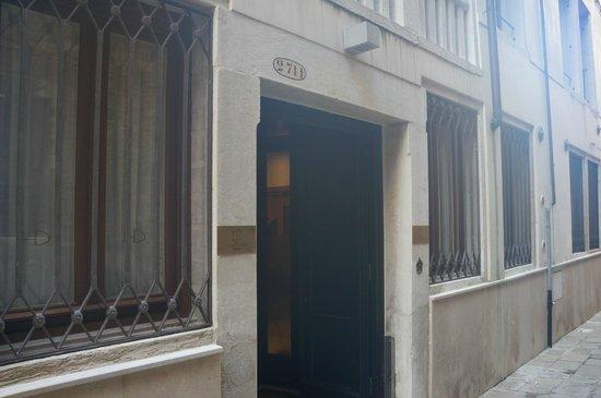 Hotel Dei Dragomanni : Вход в отель